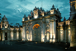 dolmabahce_palace_exterior_istanbul_turkey